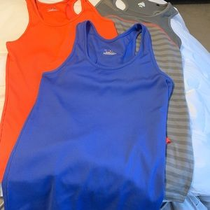 Underarmor workout tanks size small